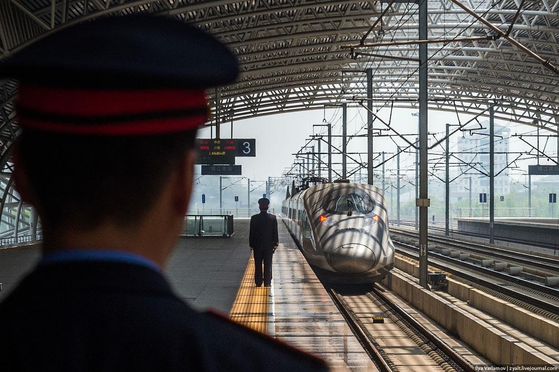 Скрытая камера в тамборе поезда