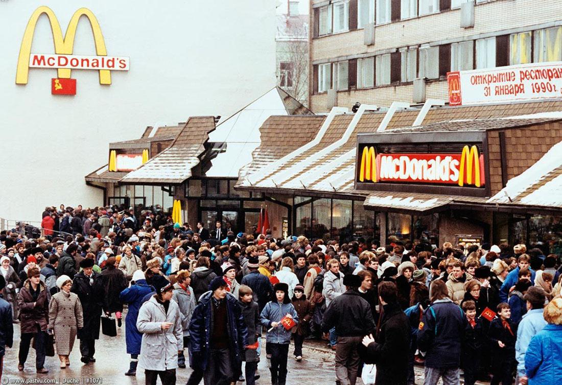 Проклятые 90-е вернулись! очереди, ресторан, Бузова, Москве, Бузовой, людей, называется, продавали, рублей, курицей, человек, Например, готовы, время, начале, попробовать, фастфуд, бесплатную, воскресенья, часов