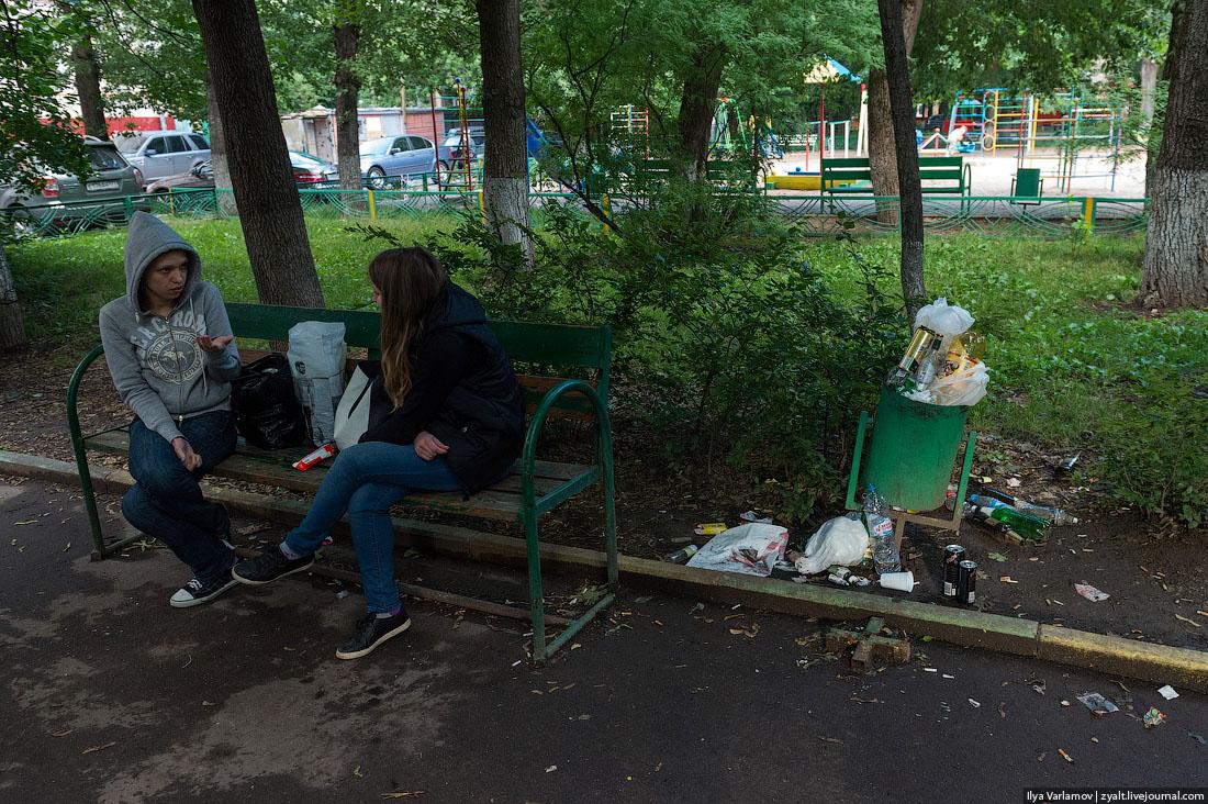 Урны зарастают мусором