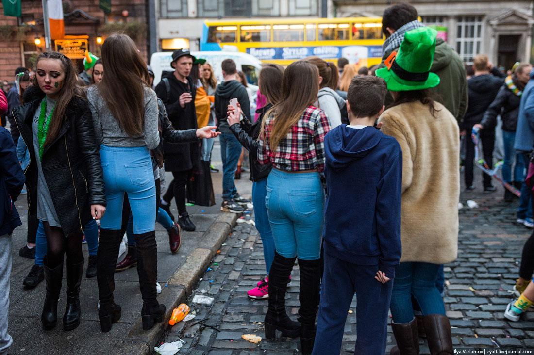 Девушки раком в бекинях на улице