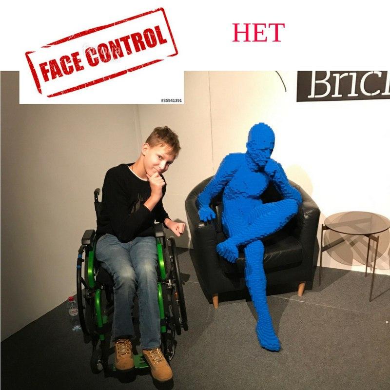 """""""Не надо тут """"на каком основании"""": инвалида-колясочника выгнали из кафе в Петербурге"""
