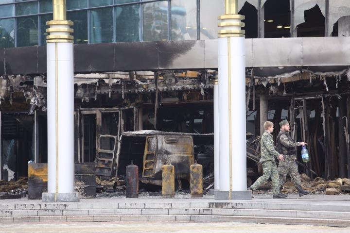 В Екатеринбурге УАЗ, набитый газовыми баллонами, протаранил кинотеатр