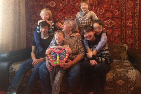 Жительницу Хакасии лишили семерых приемных детей, потому что у одного из них были длинные волосы