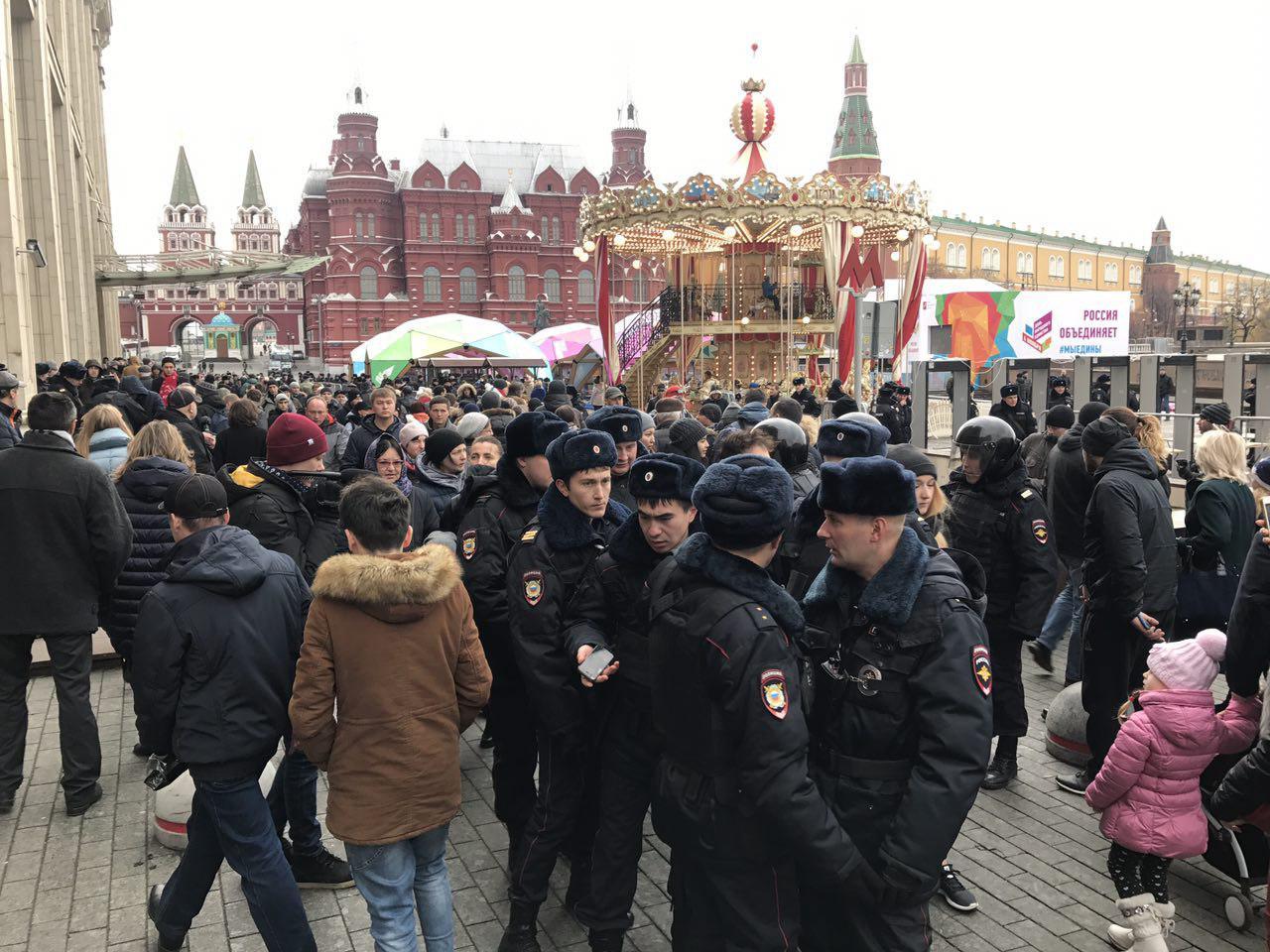 В центре Москвы задержали более 200 человек