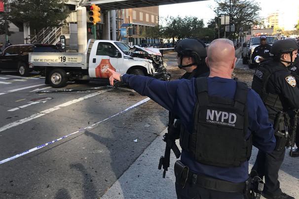 Нападение на людей в Нью-Йорке: фургон сбил велосипедистов, была стрельба