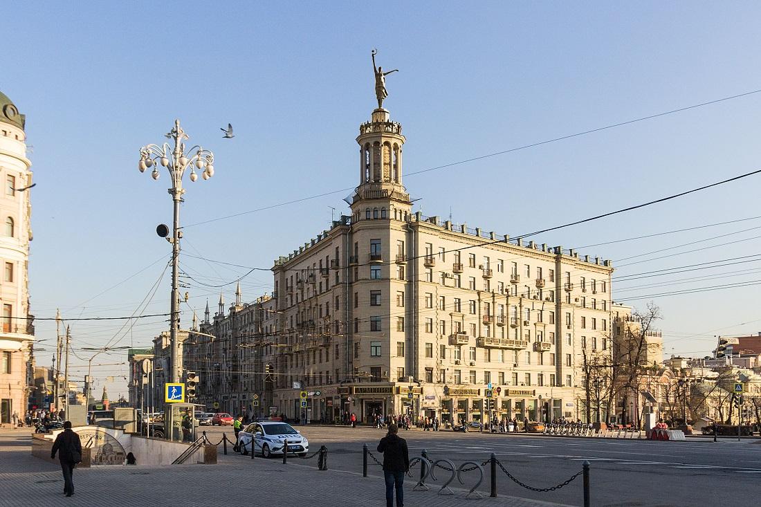 """На """"дом под юбкой"""" на Тверской улице предложили вернуть фигуру балерины"""