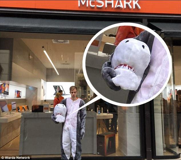Австрийца в костюме акулы оштрафовали по новому закону о запрете паранджи