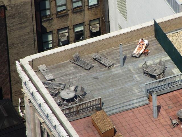 Загорающие на крышах жены фото, порно русская девушка много кончает
