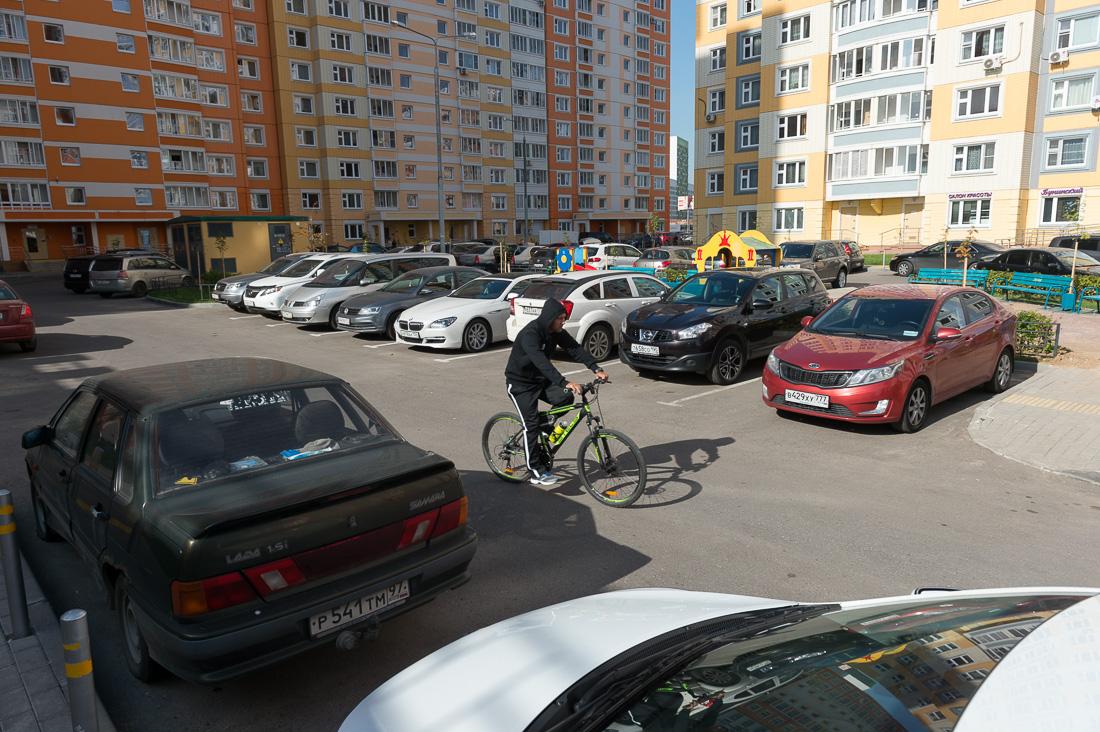 Парковки во дворах Москвы станут платными!