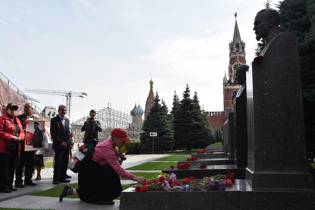 России нужна декоммунизация. Очистим страну от красных палачей!