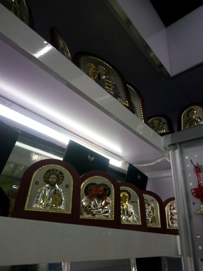 Откуда берутся иконы и «святые мощи» в церковных лавках России?