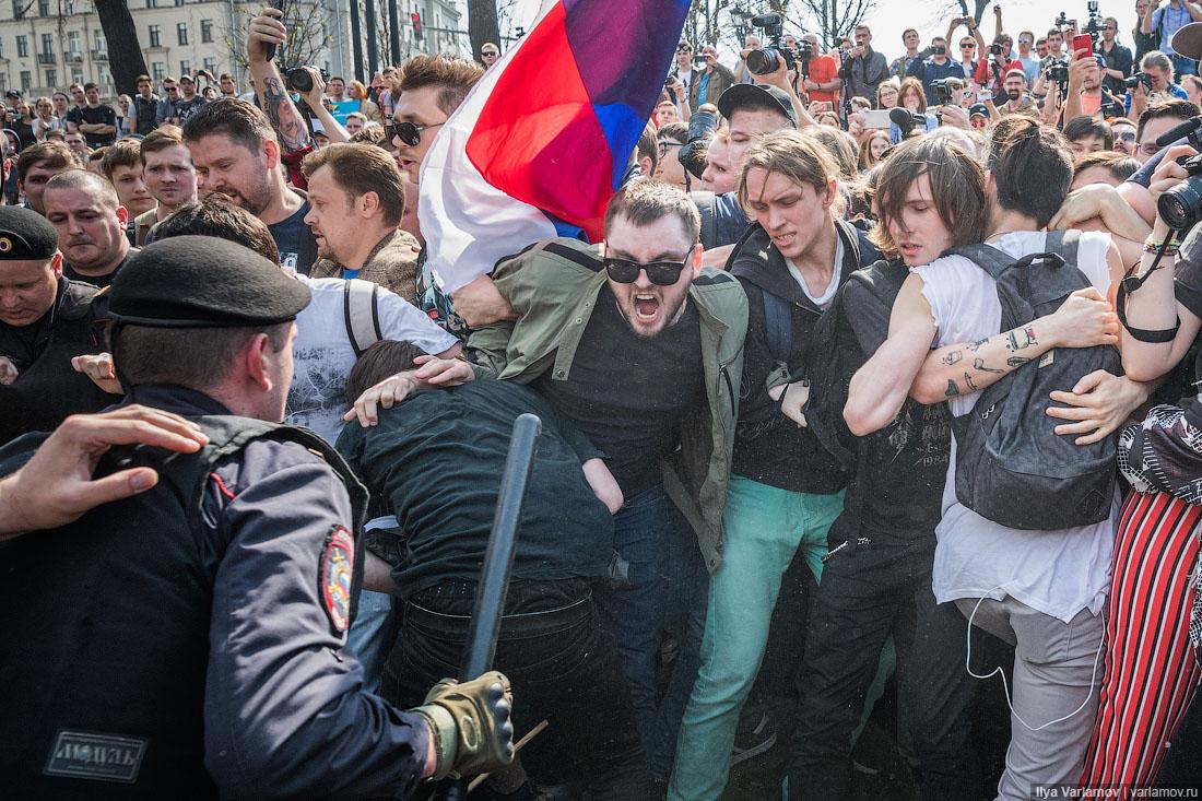 Жесткий разгон протестующих в центре Москвы