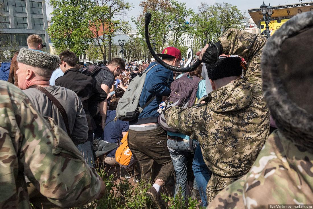 Казачий блогер: казаков, избивавших людей на акции 5 мая, отхлестали нагайками другие казаки