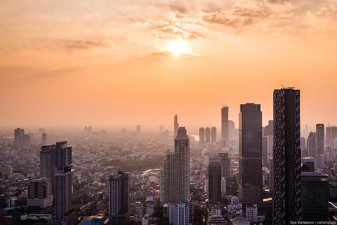 Бангкок: цветные дороги, призраки в аэропорту и культ короля