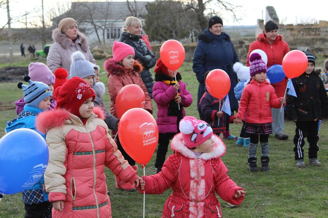 Единороссы эксплуатируют детей, прикрываясь заботой об их безопасности