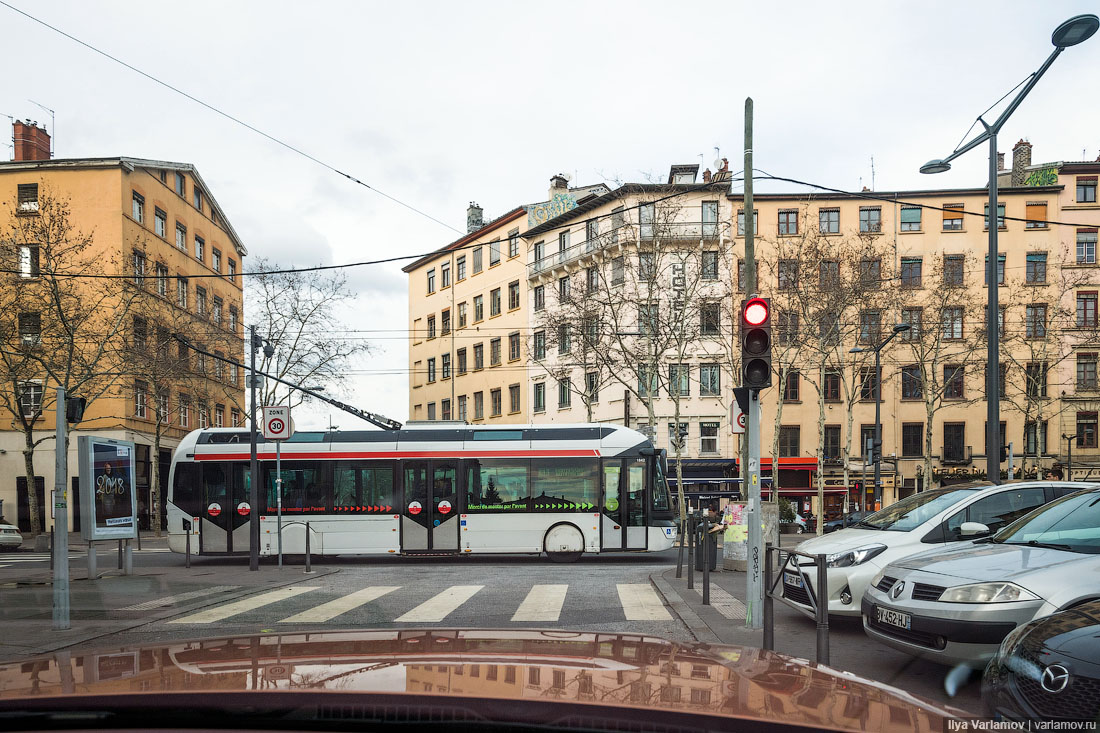Descended from the mountains only, Lyon, simple, trolley, city, city, very, transport, then, car, cool, trolley, public, Lyon, crowded, trolley, system, when, transport, public