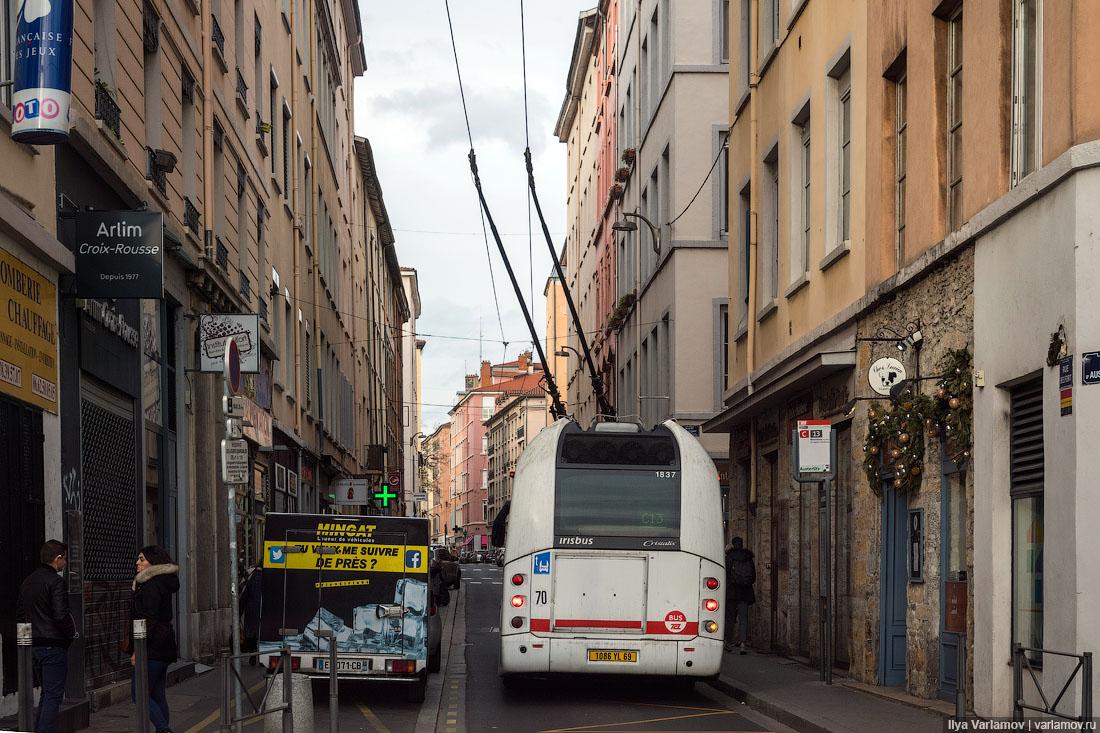 Спустился с гор только, Лионе, просто, троллейбусов, городе, город, очень, транспорт, потом, машину, крутой, троллейбусах, общественный, Лиона, переполнены, троллейбус, системой, когда, транспорта, общественного