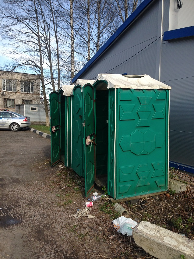 Toilet for cattle in the traffic police of St. Petersburg traffic police, toilet, toilet, building, Tyarlevo, police, premises, citizens, through, Peter, is located, Pushkin, district, only, people, use, toilet, street, office, booths