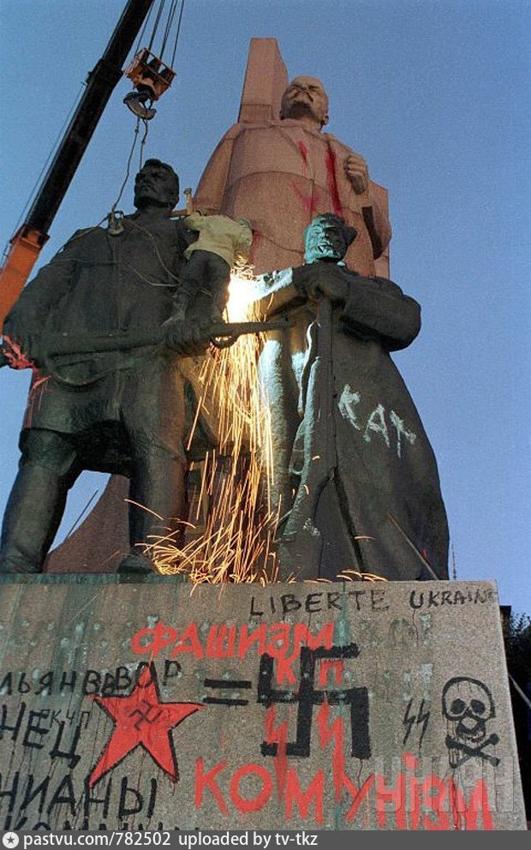 Жуткий Киев 90-х: майданы, барахолки и свергнутый Ленин