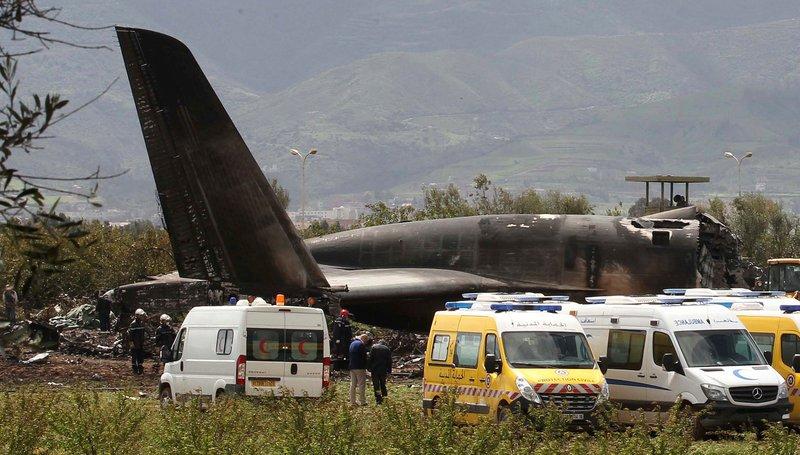 В Алжире разбился военный самолет, погибли более 250 человек