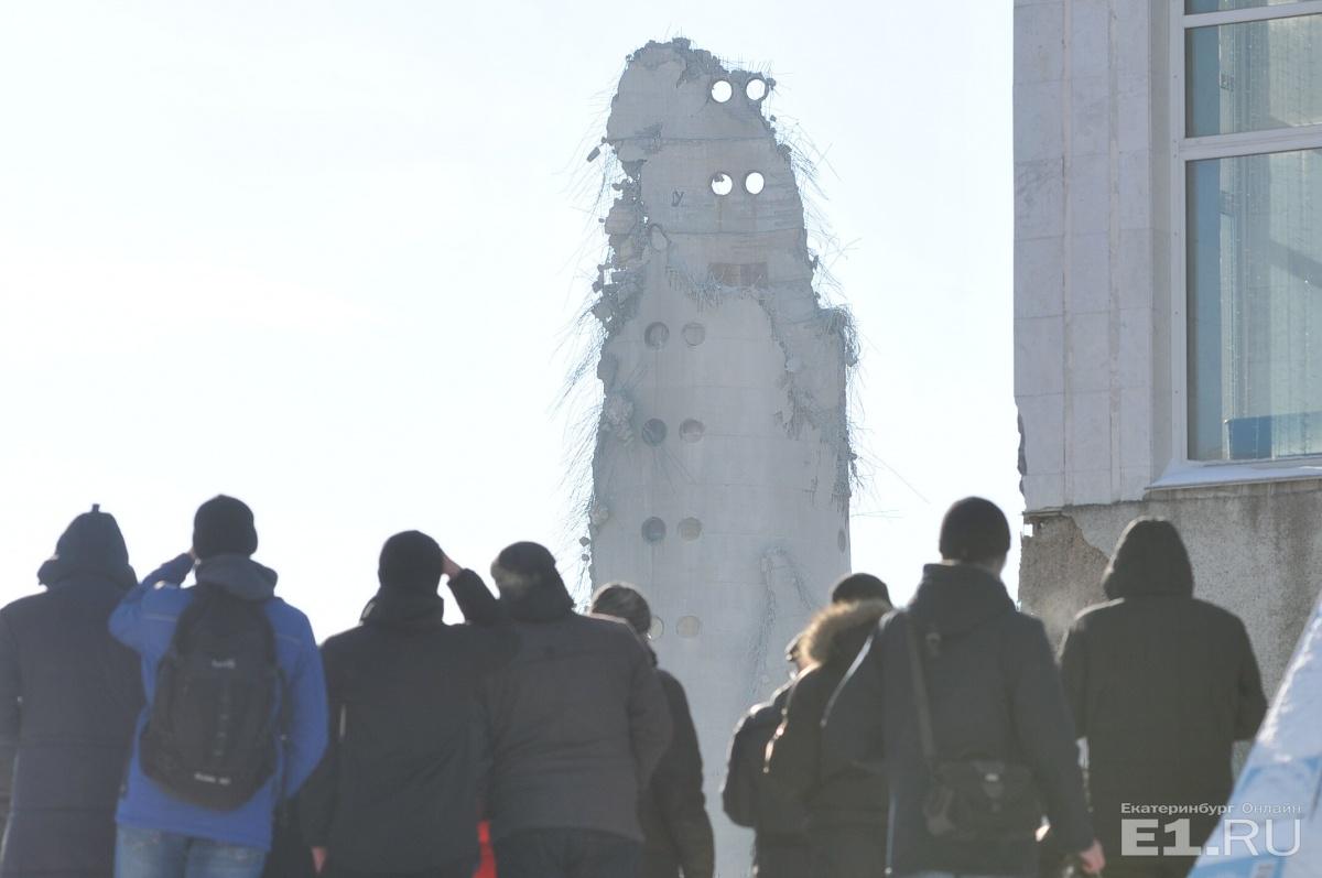 В Екатеринбурге взорвали недостроенную телебашню