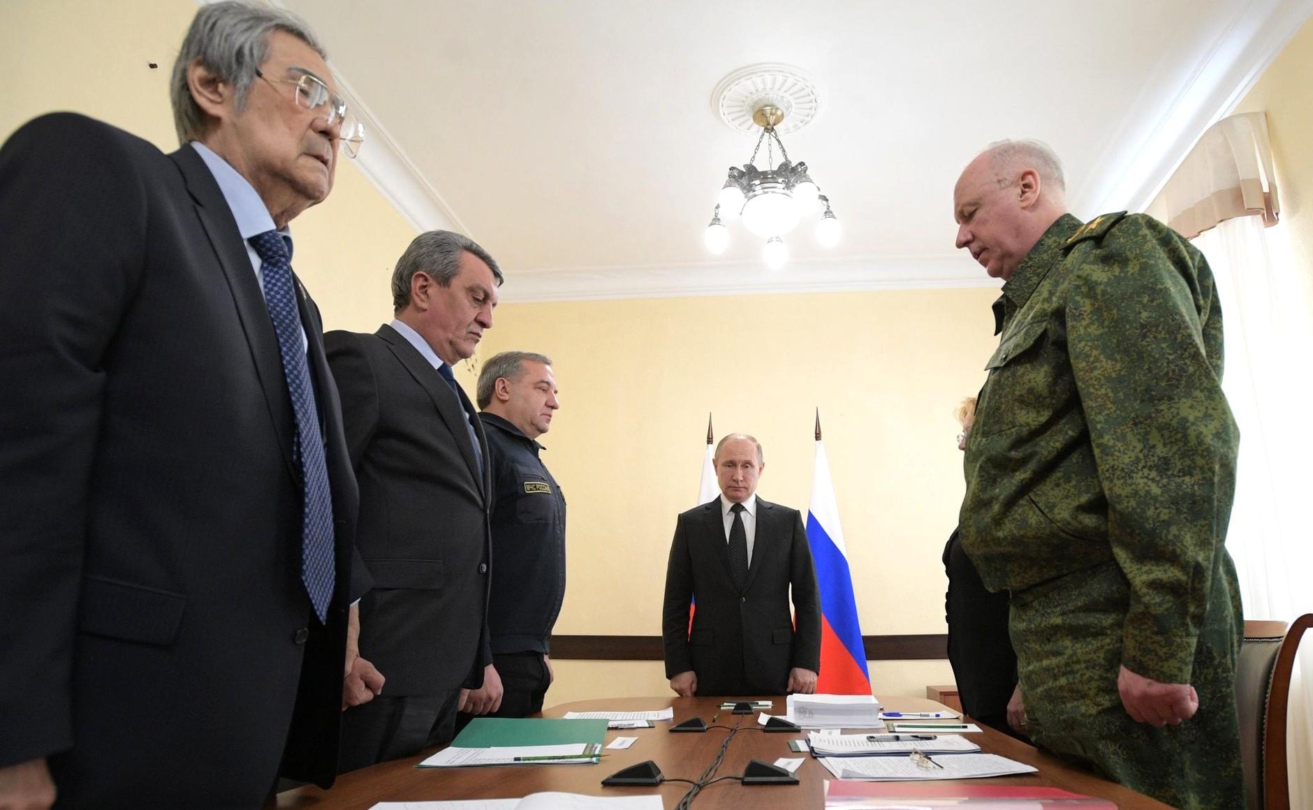 """""""Это не родственники погибших"""": Тулеев назвал участников митинга в Кемерово """"бузотёрами"""""""