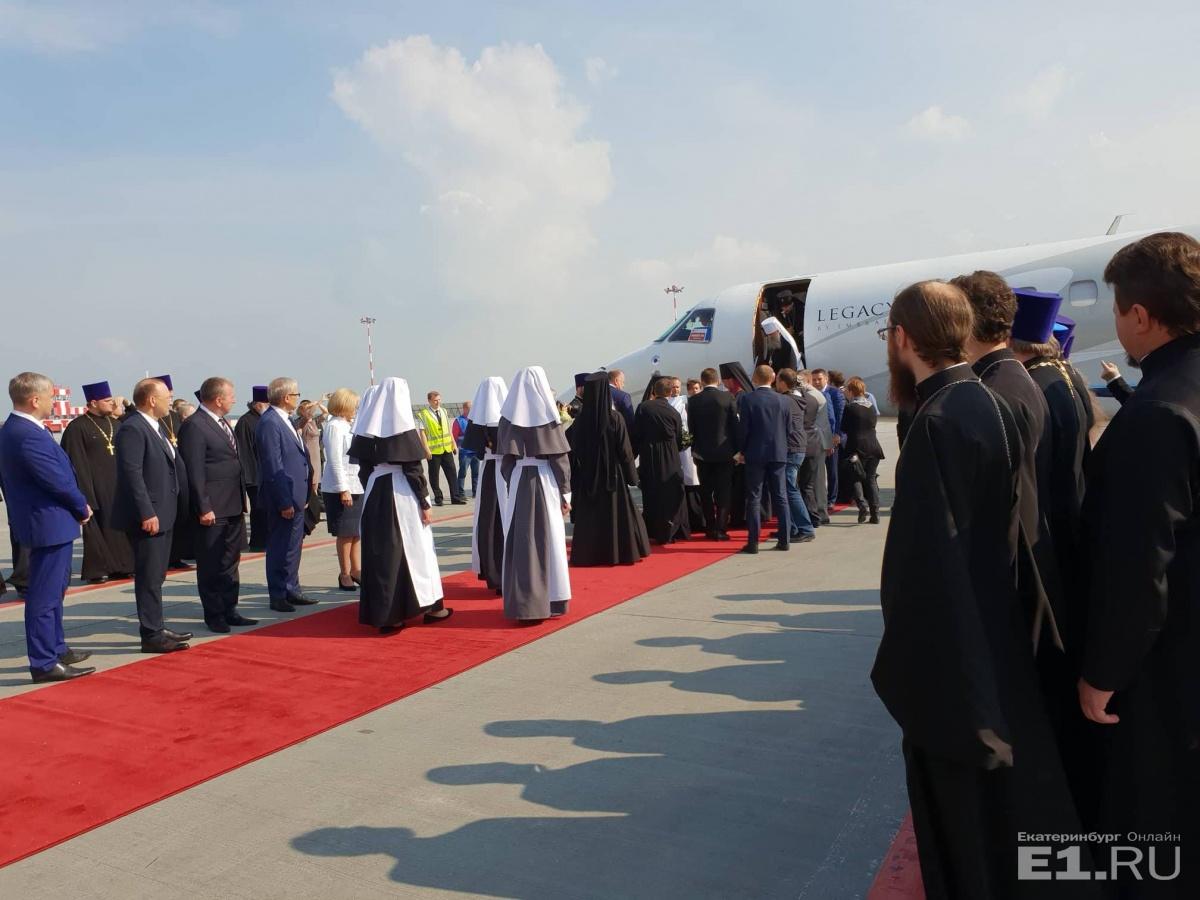 В РПЦ объяснили, почему патриарх Кирилл прилетел в Екатеринбург на частном самолете