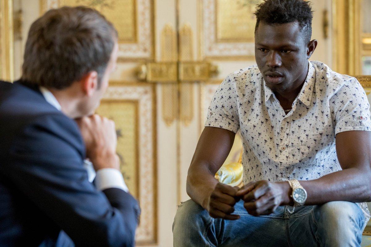 Малийца, который спас жизнь ребенку в Париже, наградили гражданством Франции