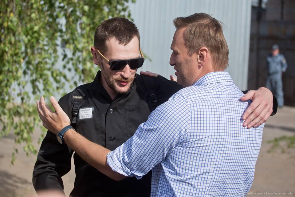Олег Навальный вышел из колонии Навальный, Навального, Алексей, колонии, неоднократно, Олега, признали, сфере, статьи, деятельности, следствия, версии, мошенничестве, Навальные, помещение, годам, камерного, половиной, приговорили, виновными