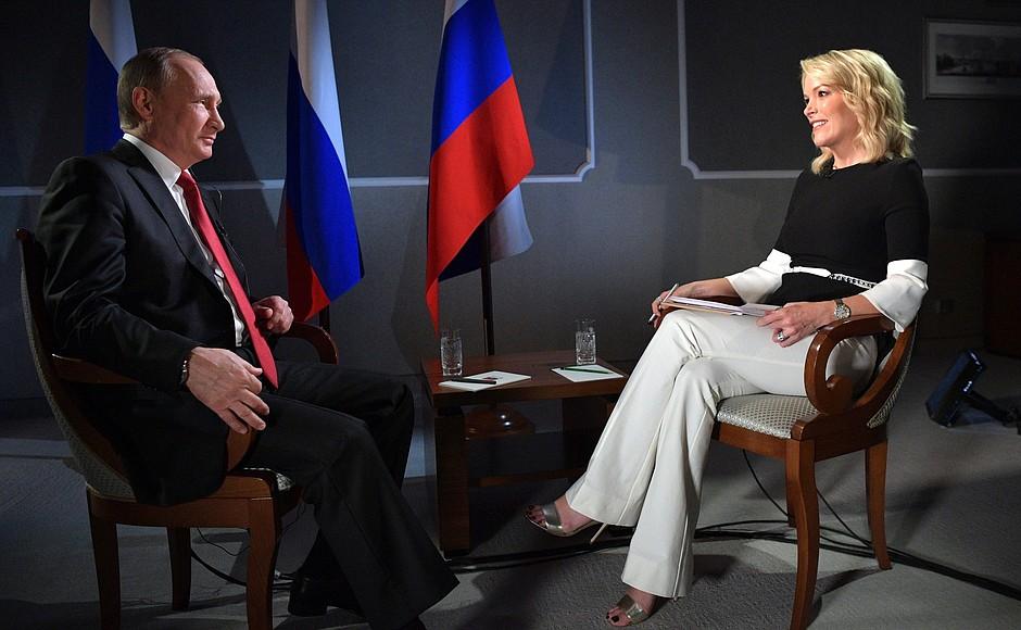 """""""Они вскрывают проблемы, и это хорошо на самом деле"""": Путин похвалил Навального"""