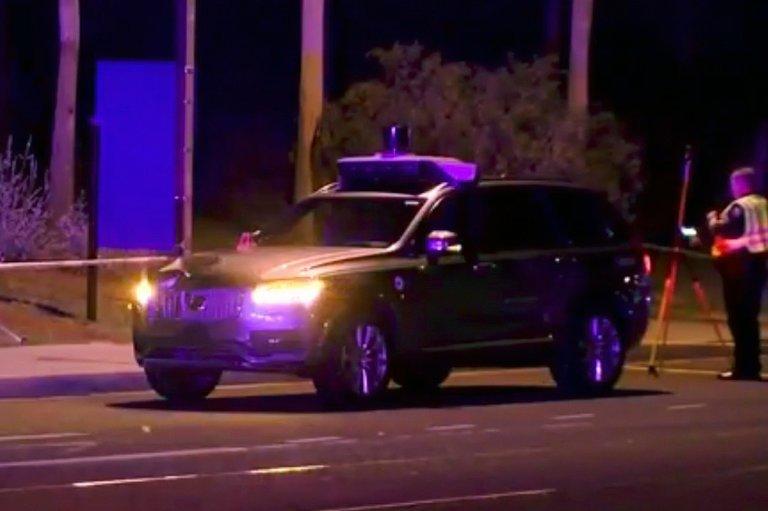 Беспилотник Uber впервые насмерть сбил человека