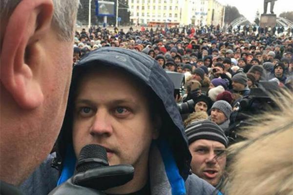Игорь Востриков, потерявший семью при пожаре в «Зимней вишне», победил на праймериз «Единой России»