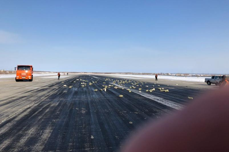 В Якутске из самолета выпало несколько тонн золота