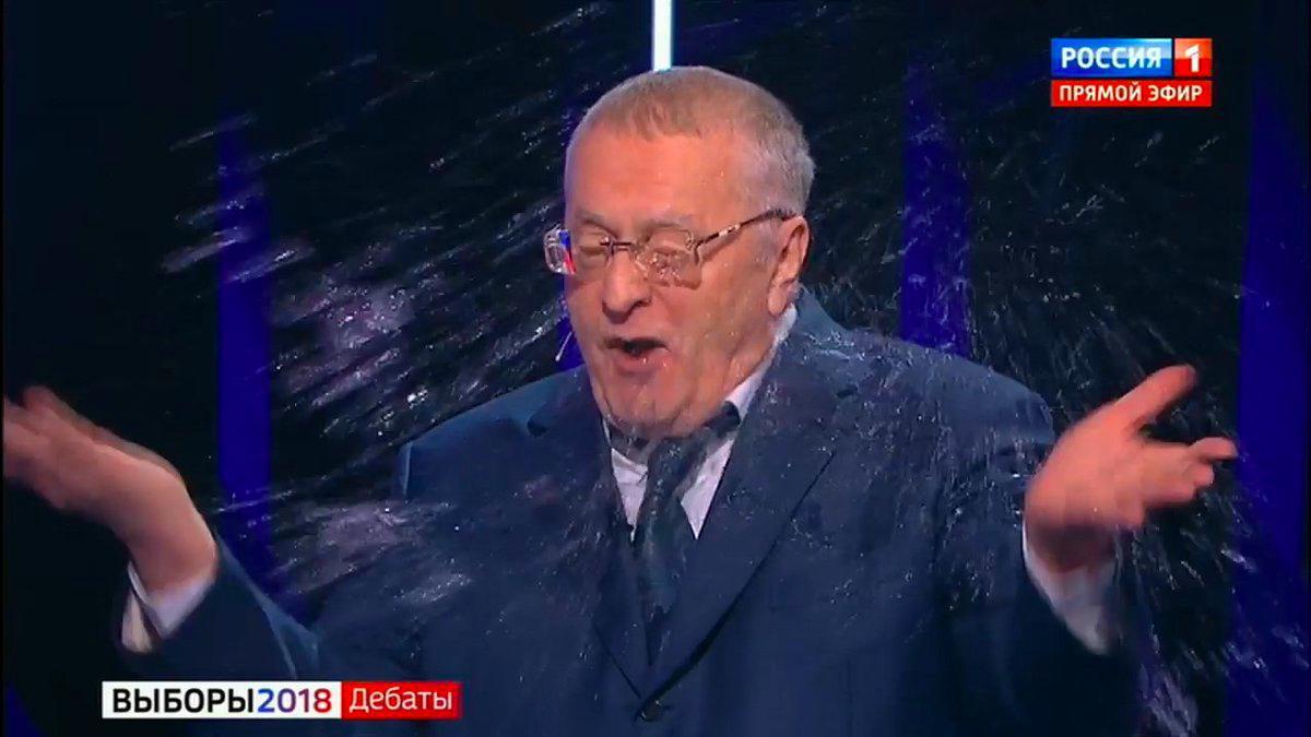 Собчак на дебатах облила Жириновского водой, он назвал ее ******
