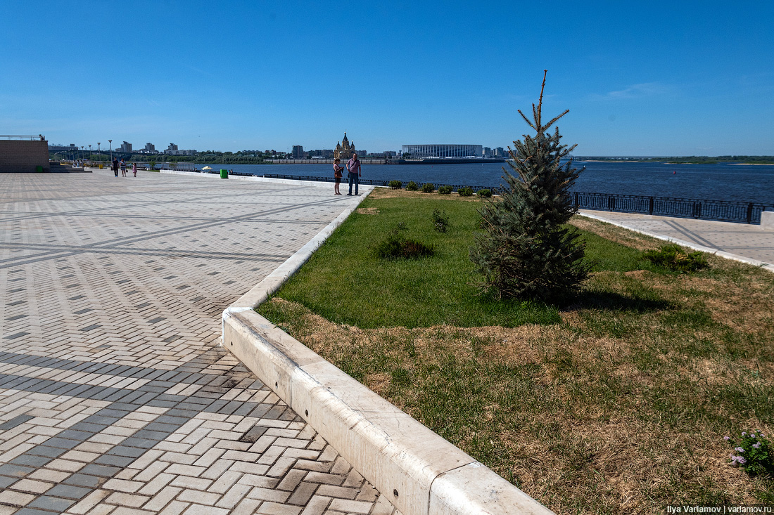 Нижний Новгород в дни ЧМ: засохшие ёлки и доступные тёлки