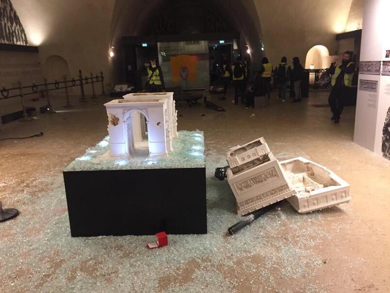 Париж: утро после погромов