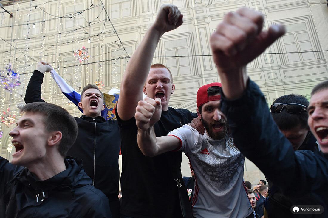 Первый день Чемпионата сборная, России, первый, парня, вместо, Мексики, флагом, Колумбии, флагами, Аргентины, сборной, футболке, встретить, чернокожего, Болеют, можно, Например, болельщиками, между, обмен