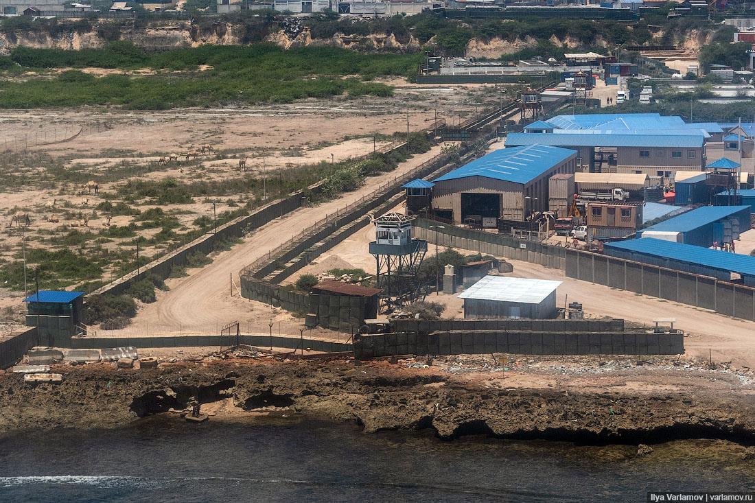 Самый защищённый и опасный аэропорт в мире Джибути, аэропорт, Сомали, только, аэропорта, военные, досмотр, проверяют, Дальше, человек, этого, штамп, военная, просто, КампЛемонье, военных, пройти, аэропорту, террористы, которые