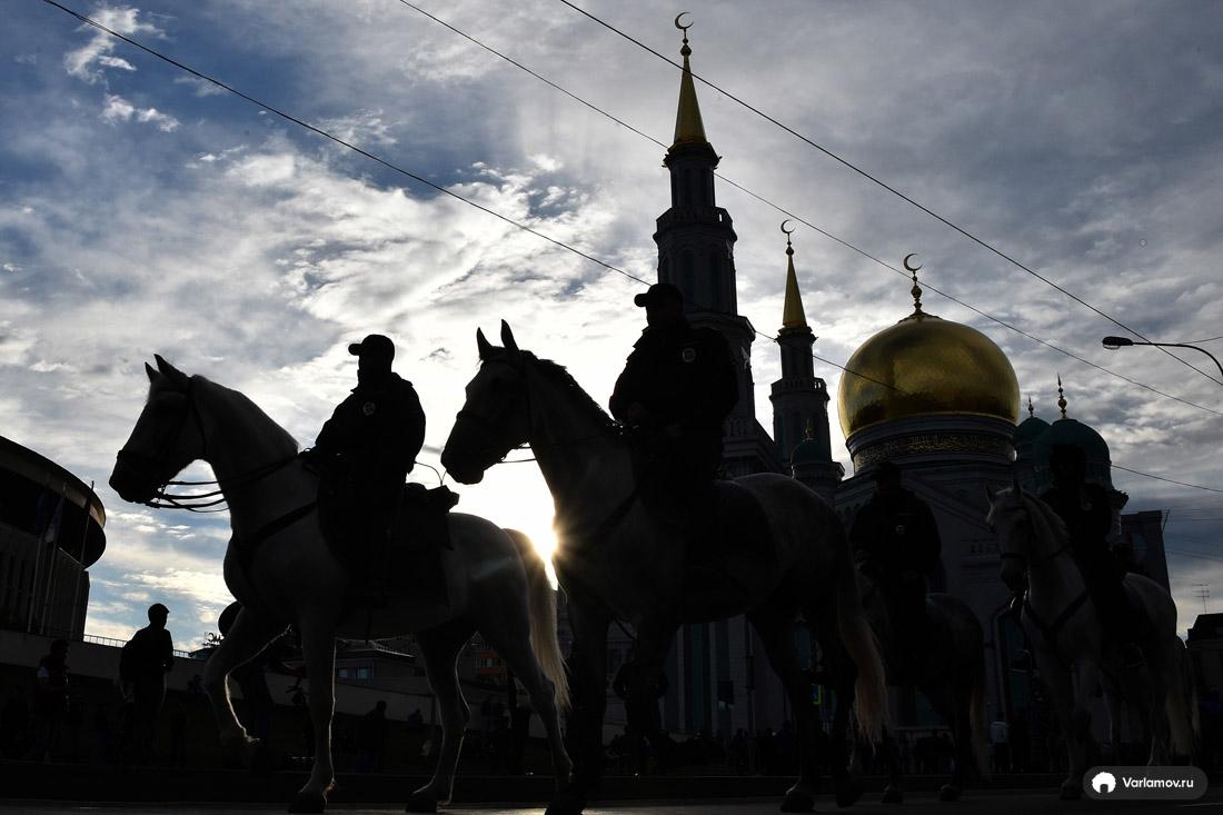 Большой праздник пришёл в Москву