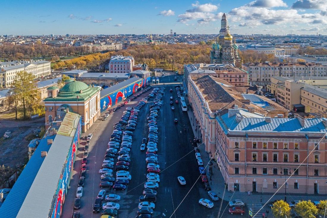 Большой заброшенный кусок земли в центре Петербурга