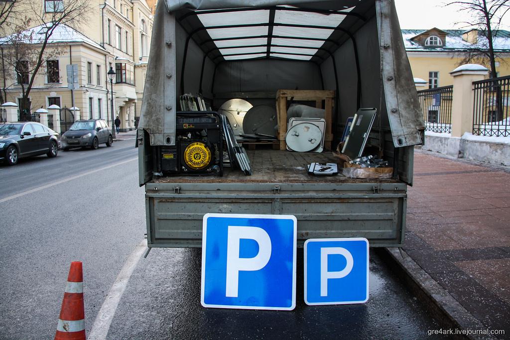 Московских чиновников оштрафовали зауменьшенные дорожные знаки
