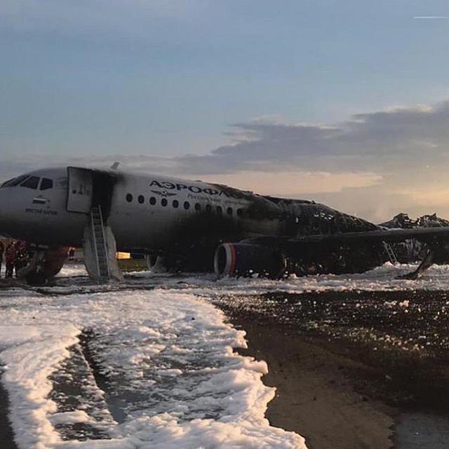 Причины аварии SSJ-100 в Шереметьево: версии экспертов самолет, молнии, эксперт, пожар, воздухе, самолета, посадку, топлива, пилот, SSJ100, жесткой, Новости, борту, посадке, России, загорелся, Шереметьево, катастрофы, случае, попадание