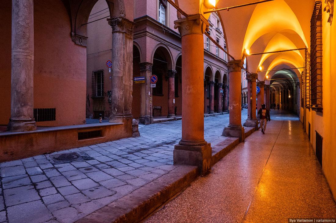 Болонья: город длинных галерей и падающих башен