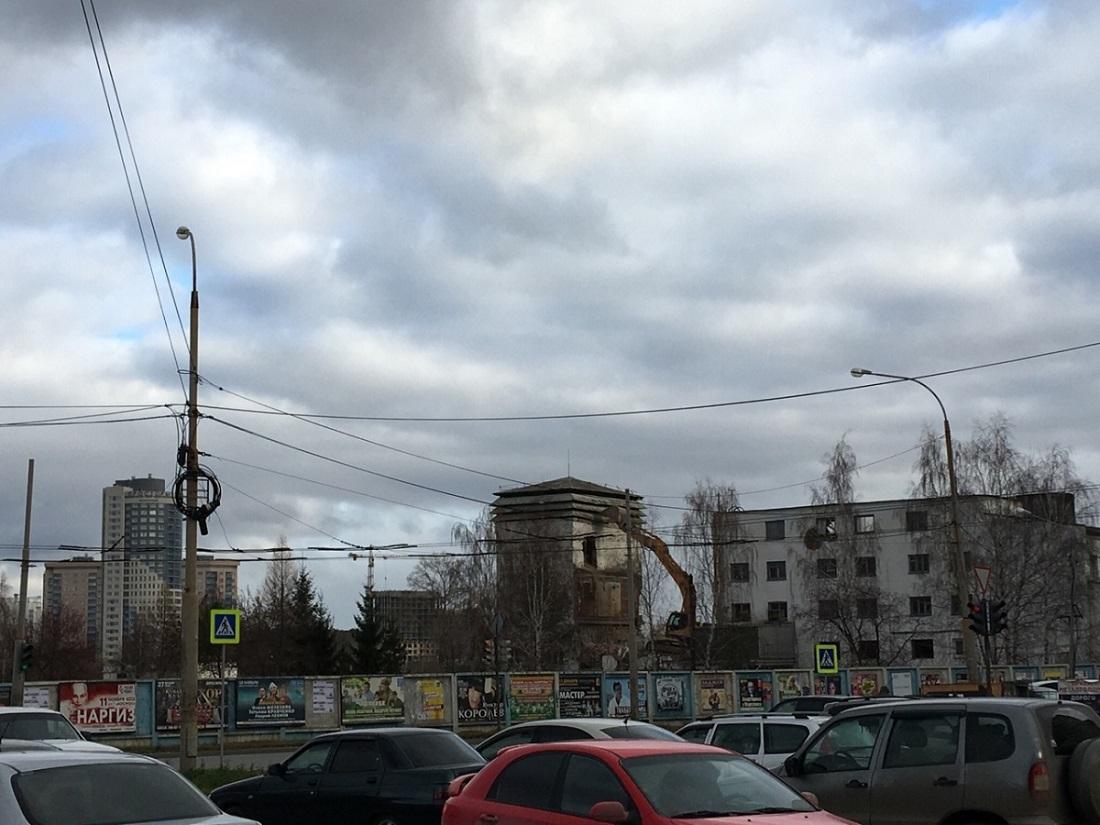 Нет аэропорта — нет и здания аэропорта Устюжанин, Артём, здание, аэропорт, Источник, Уктус, аэропорта, годов, несколько, лишиться, может, оказались, аэродром, город, окраиной, старого, только, постигла, нового, автовокзала
