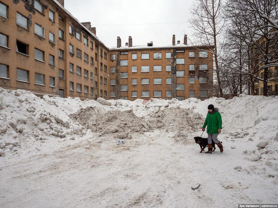 «Чуда неслучится»: вице-губернатор Петербурга объяснился занеубранный отснега город
