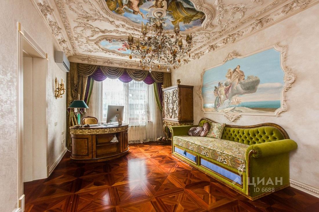 Так жить нельзя: королевские покои в центре Москвы