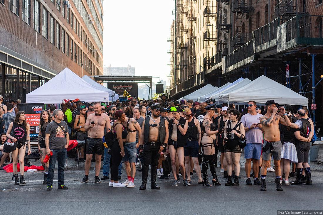 Ш.Л.Ю.Х.И.  в Нью-Йорке: осторожно, вас это может шокировать! Folsom, фестиваль, Street, фестиваля, проводится, толпе, просто, чтобы, друга, запрещено, такое, НьюЙорка, которые, пришёл, сразу, случайные, только, районе, Мужик, хорошо