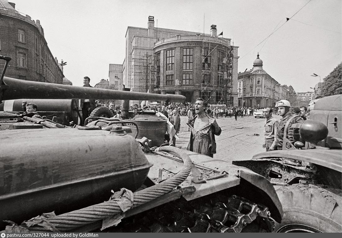 Словаки приравняли коммунистов к фашистам. Может, нам тоже пора?