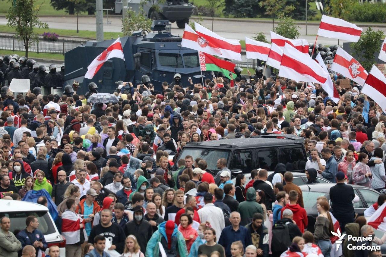 Ни дождь, ни ОМОН не остановили белорусский протест