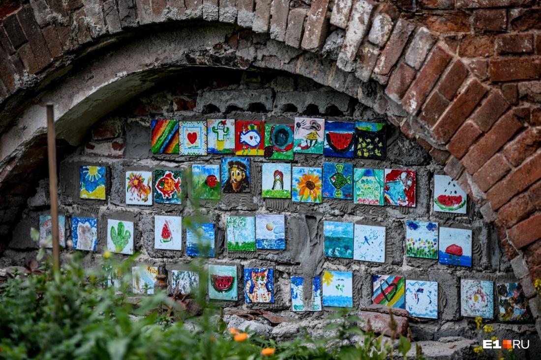 В Екатеринбурге волонтеры возродили исторический сад в центре города